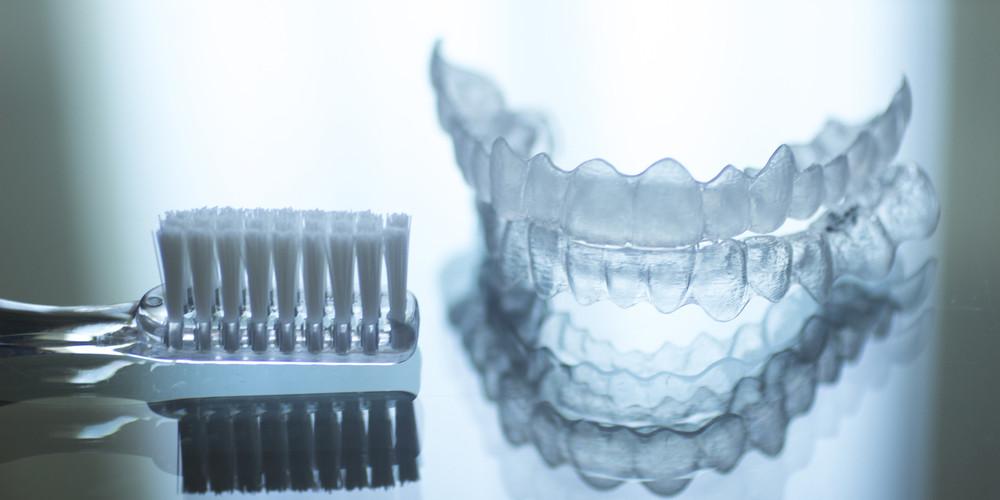 Капы-элайнеры для выравнивания зубов